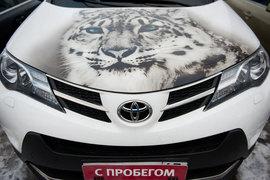 В кризис на фоне роста стоимости новых автомобилей многие россияне отдают предпочтение машинам с пробегом