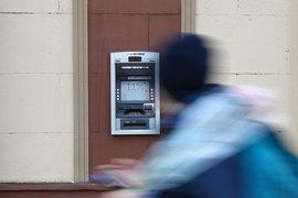 Мошенники потеряли интерес к краже денег с карт россиян через банкоматы