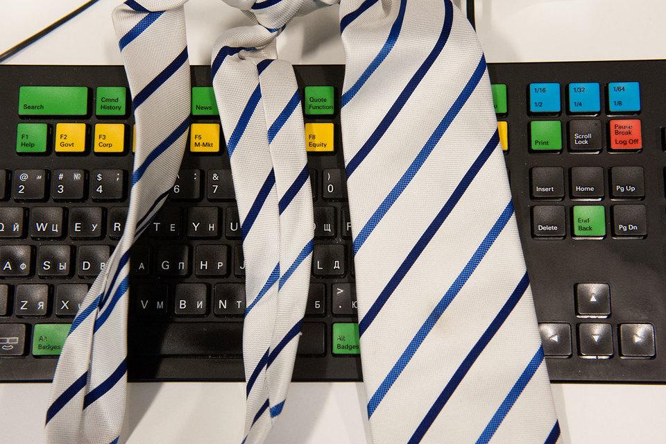 Согласно действующему российскому закону о регулировании дилерской деятельности на рынке форекс, компании должны получить лицензию ЦБ до 1 января 2016 г., а также состоять в саморегулируемой организации