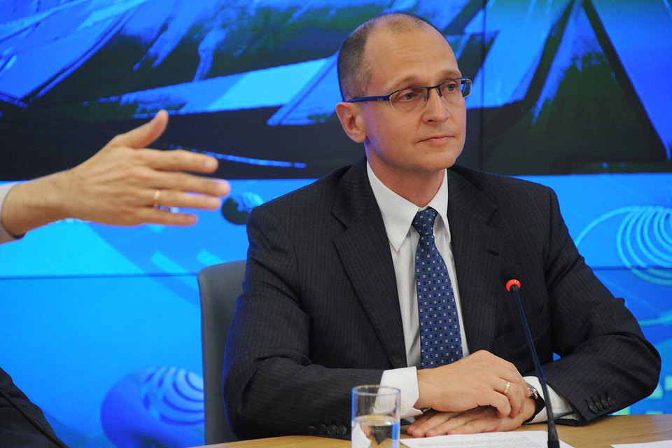 Новому первому замруководителя администрации президента Сергею Кириенко пришлось заниматься расстановкой кадров в подчиненных управлениях в ручном режиме