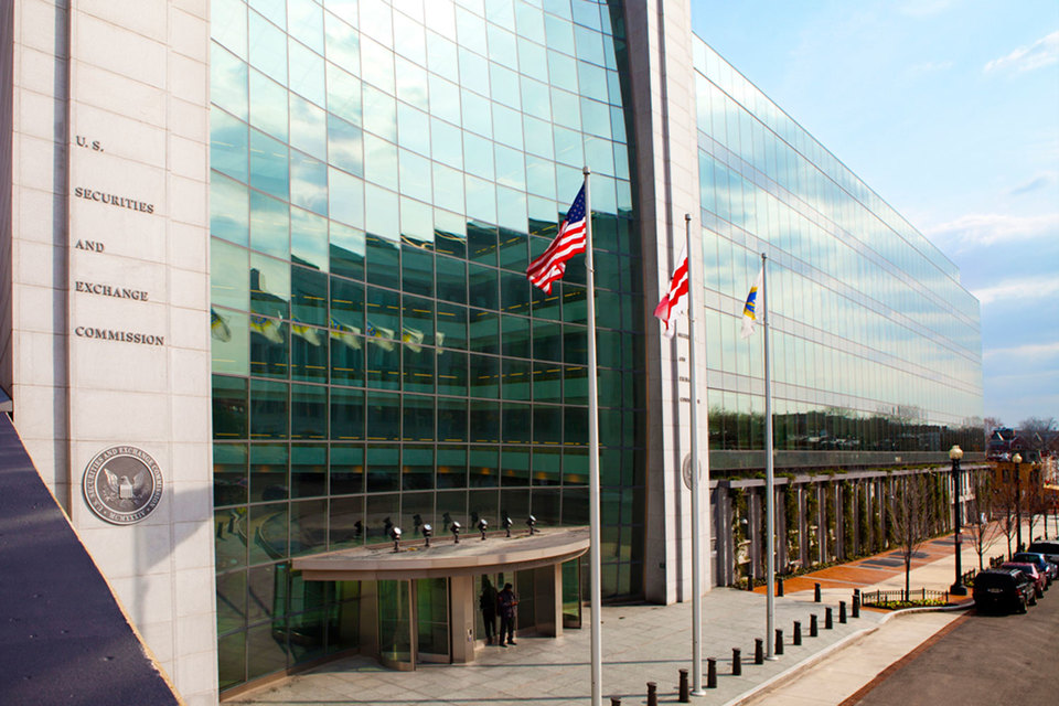Комиссия по ценным бумагам и биржам США (SEC) сокращает полномочия своих специалистов по надзору