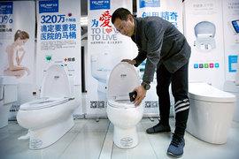 Чжон Цзие, сооснователь Shenzhen Trump Industrial Co, выпускает унитазы под брендом Trump