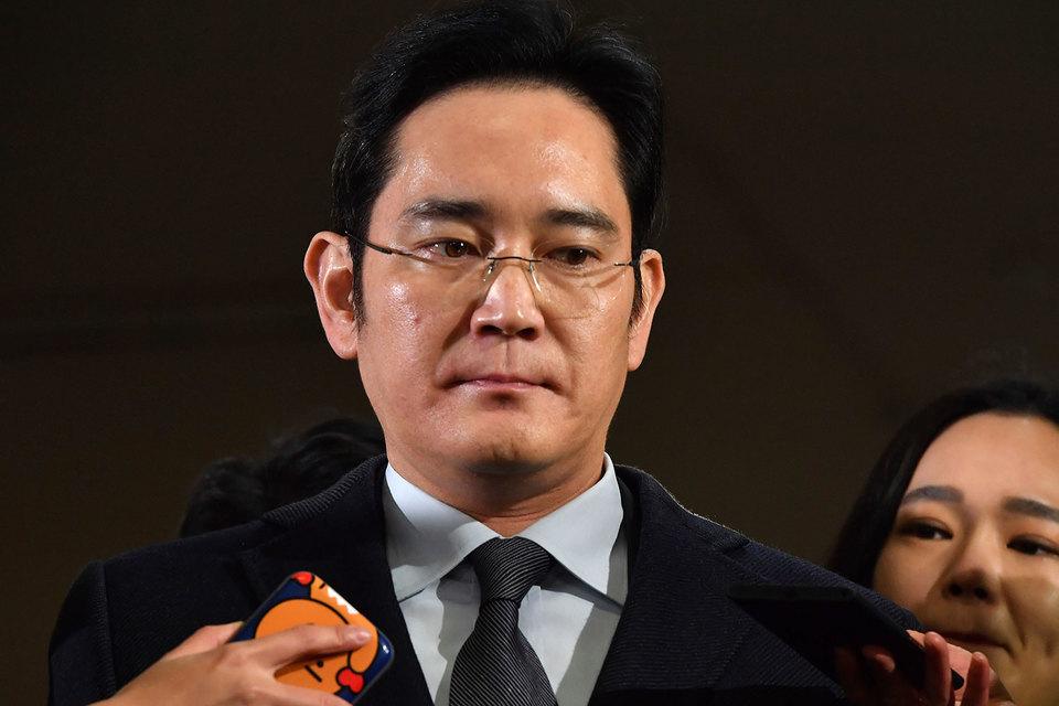Следствие полагает, что Ли Чжэ Ён принимал решение об оказании финансовой поддержки близкой подруге Пак Кын Хе в обмен на поддержку властей