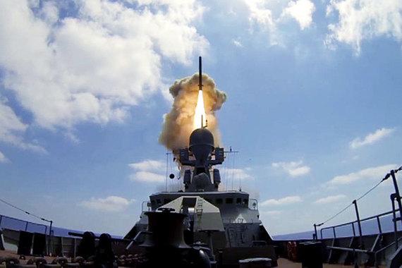 Крылатая ракета «Калибр-НК» с дальностью порядка 1500 км хорошо зарекомендовала себя  в сирийской войне. Носителями ракеты  являются надводные корабли и подлодки российского флота