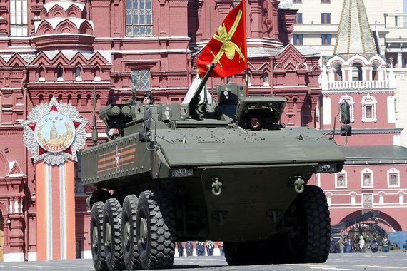 БТР «Бумеранг» –  первая российская высокозащищенная бронемашина для пехоты. В производстве подобного вооружения Россия отстала от США на 15 лет (американский конкурент - БТР «Страйкер»). К 2030 г. «Бумеранги» должны заменить имеющиеся в войсках бронетранспортеры