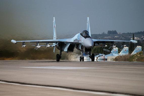 Новейший российский истребитель поколения 4++ Су-35 также прошел обкатку в Сирии. Су-35 – самый совершенный самолет на платформе истребителя Су-27, разработанного в конце 70-х