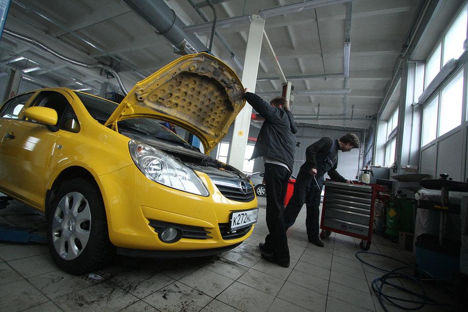 В соответствии с поправками ремонтировать автомобиль можно на СТО из предоставленного страховщиком списка либо на самостоятельно выбранной СТО – при согласовании со страховщиком