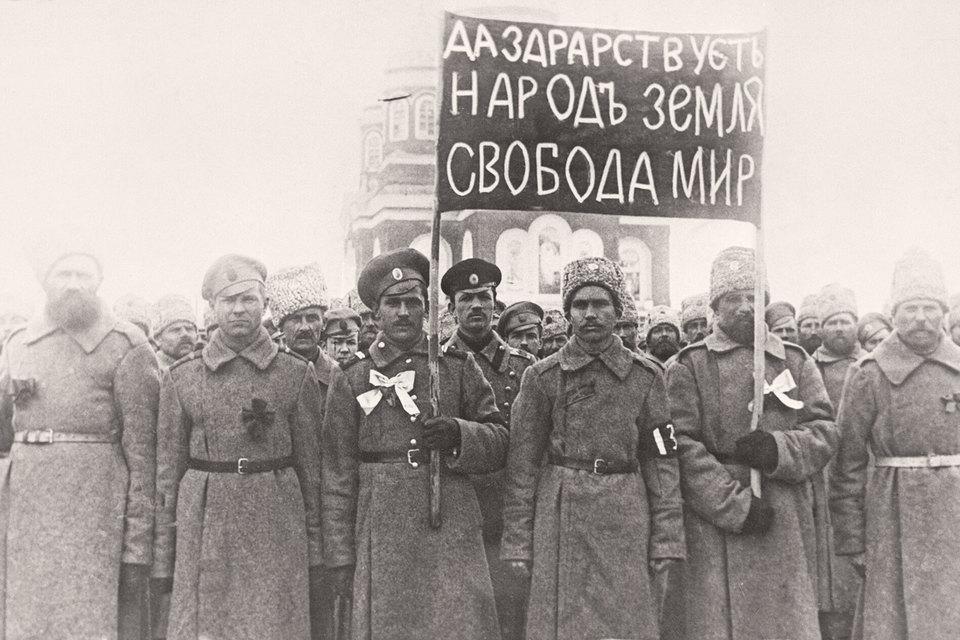 Необходим детальный анализ изменений в общественной, социальной и хозяйственной сферах, причин переворота в психологии миллионов крестьян, горожан и солдат