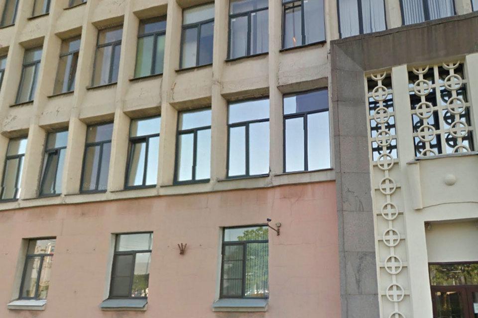 Здание было построено в 1961 г., а в 2005 г. в нем был проведен капитальный ремонт