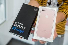 Цены на флагманы Samsung колебались сильнее, чем на iPhone, выяснила ФАС