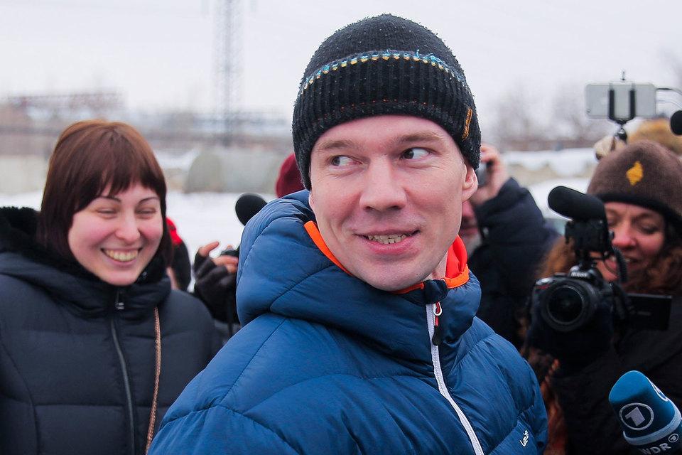 Ильдар Дадин освобожден после четырех дней ожидания из колонии в Алтайском крае