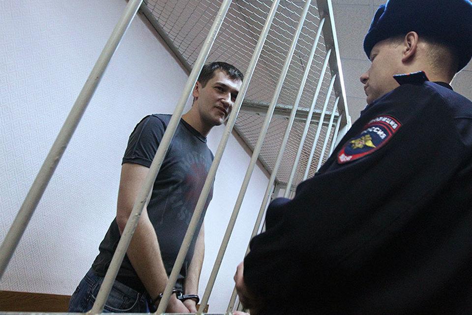 30 декабря 2014 г. Алексей и Олег Навальные были признаны виновными в мошенничестве и легализации денежных средств. Олега приговорили к 3,5 года колонии общего режима