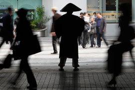 Дефляция определяет поведение 20 млн японцев в возрасте 20-34 лет: они привыкли, что завтра цены будут ниже, чем сегодня, и инстинктивно предпочитают не рисковать, а экономить