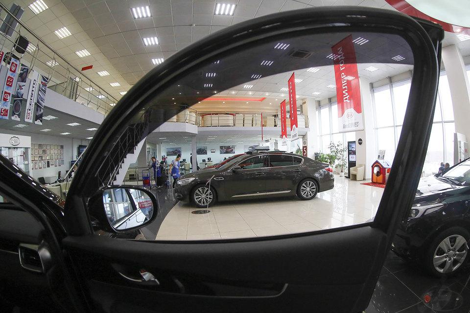 Продажи импортных автомобилей в этом году могут впервые вырасти после четырех лет падения, считает PwC. Автоконцерны уверяют, что сосредоточены на локализации производства
