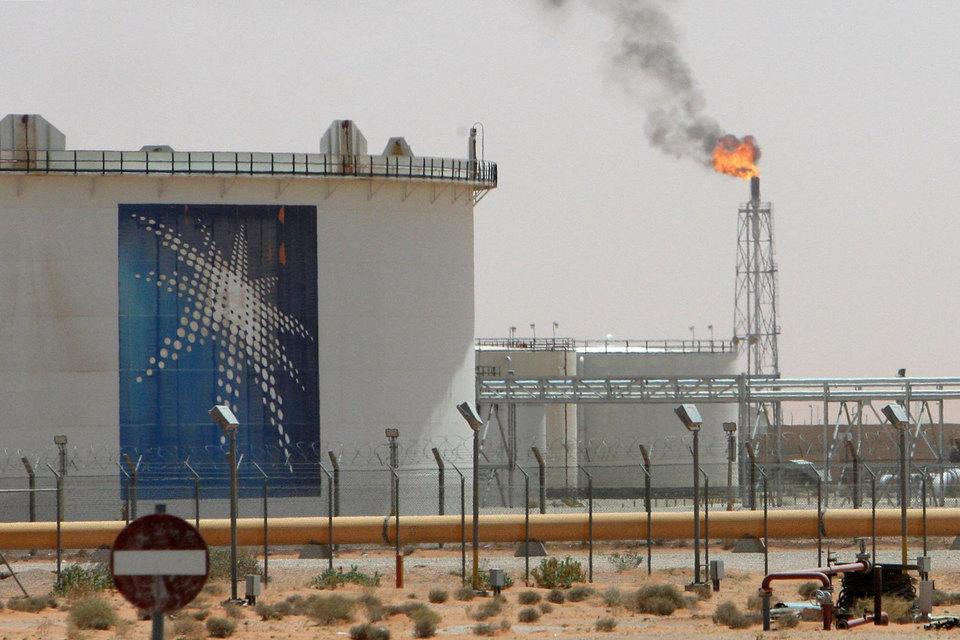Конкуренция среди производителей нефти на мировом рынке растет, а эти сделки – часть стратегии Saudi Aramco по инвестированию в нефтепереработку с целью обеспечить спрос на свою нефть