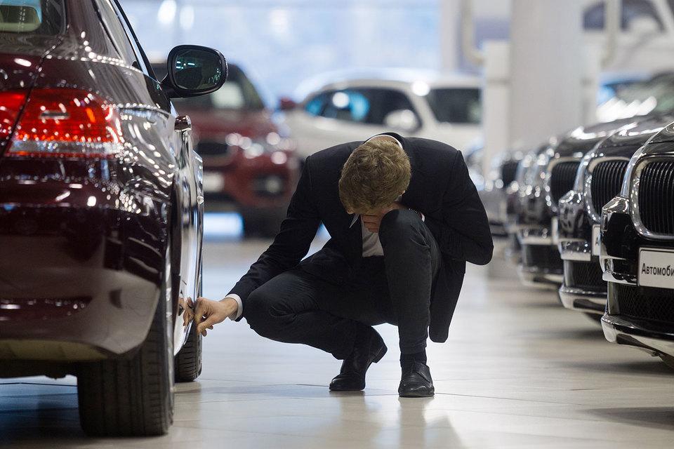 Цены на автомобили растут, а доходы населения – нет, так объясняют дилеры, почему роста продаж машин ждать не стоит