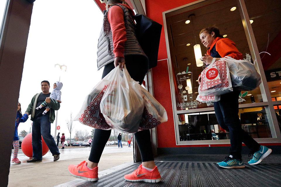 Американский ритейлер Target возвращается к политике низких цен: компания испытывает жесткую конкуренцию со стороны интернет-магазинов