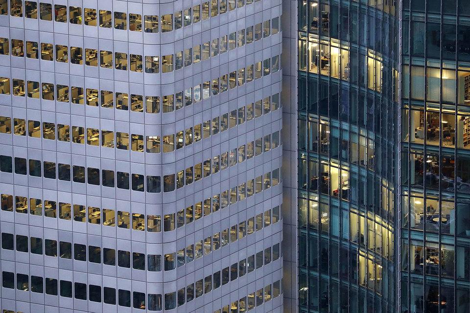 Wells Fargo, Deutsche Bank и другие банки заставили расплачиваться за скандалы сотрудников – им заплатят меньше бонусов в 2016 г.
