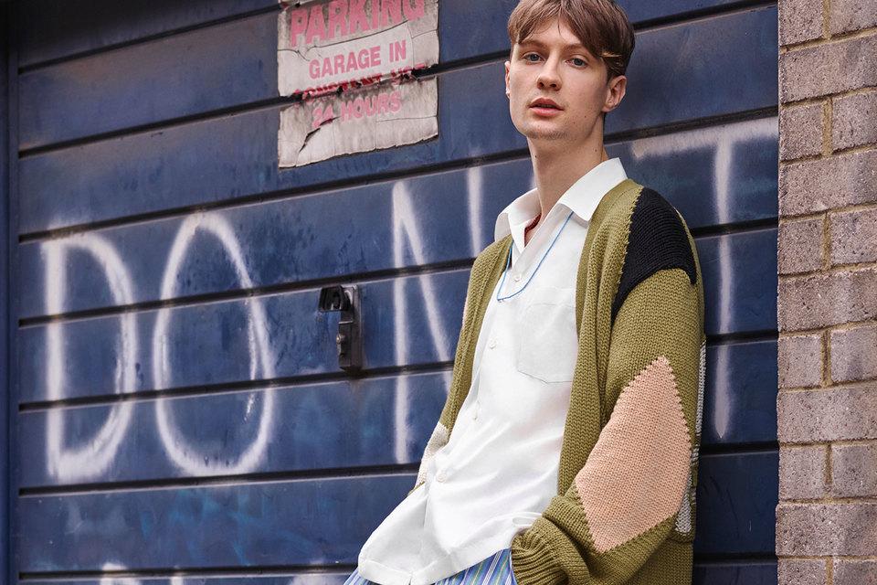 С весны 2017 г. Stella McCartney выпускает мужскую одежду и аксессуары
