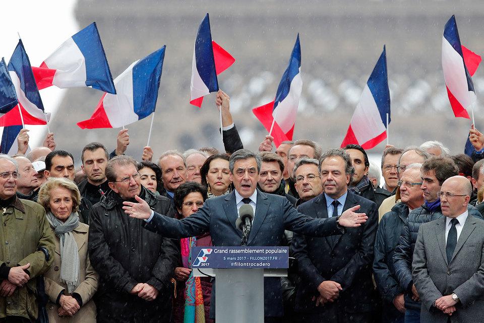 Франсуа Фийон во время митинга в центре Парижа