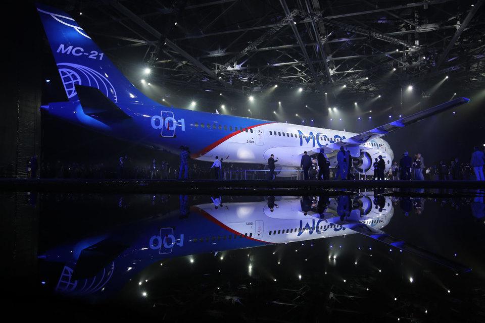 В настоящее время на новый российский магистральный авиалайнер МС-21 имеется лишь 175 заказов