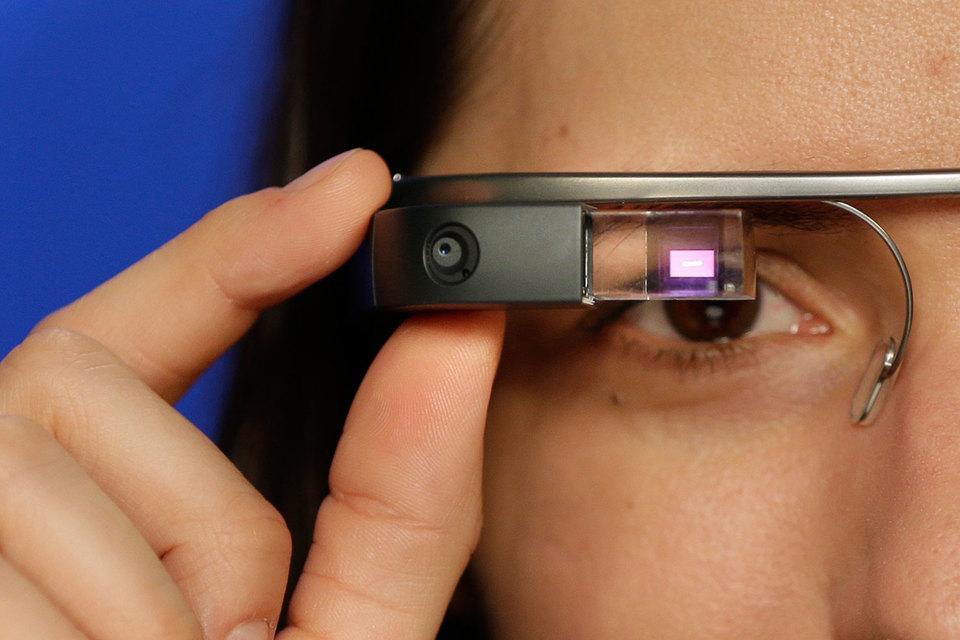 Google Glass запустились в 2012 г.