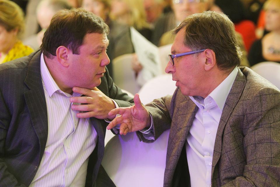 Владельцы Альфа-банка Михаил Фридман (слева) и Петр Авен (справа) столкнулись с особым подходом к своему бизнесу в Голландии
