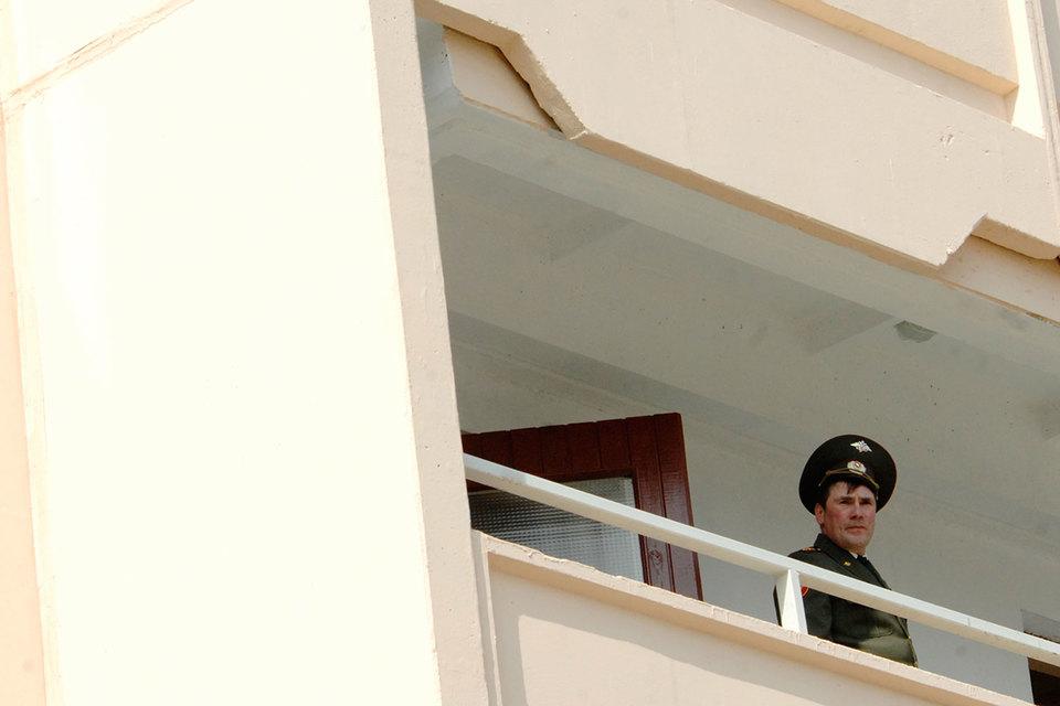 Далеко не все не желающие покидать служебное жилье увольняемые офицеры – злостные тунеядцы, подчеркивает бывший офицер Минобороны