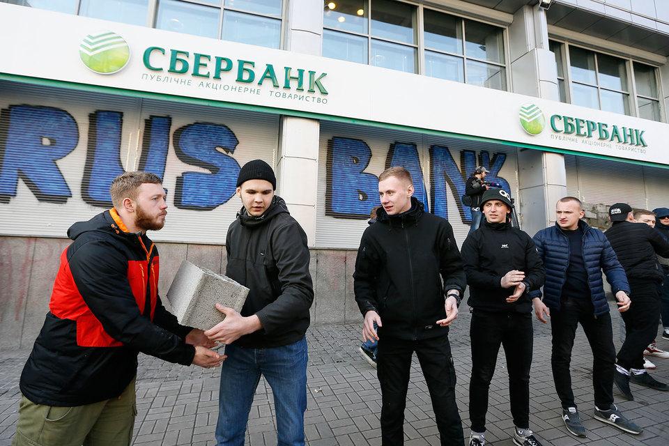 Вклады оказались за стеной как для украинских вкладчиков, так и для российского Сбербанка