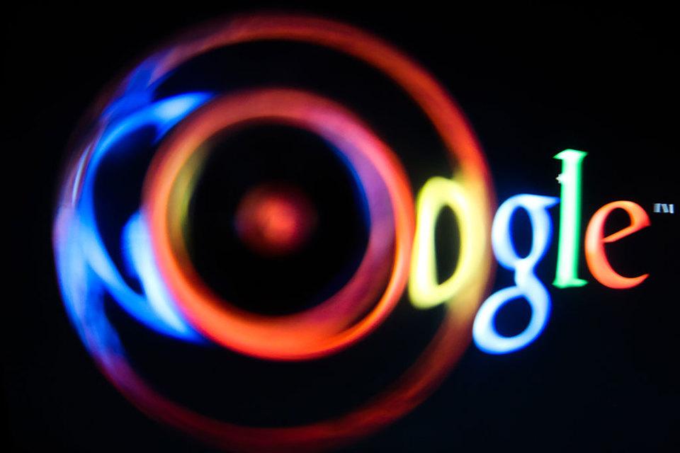 Чиновники пытаются найти управу на Google, игнорирующий решения российского суда