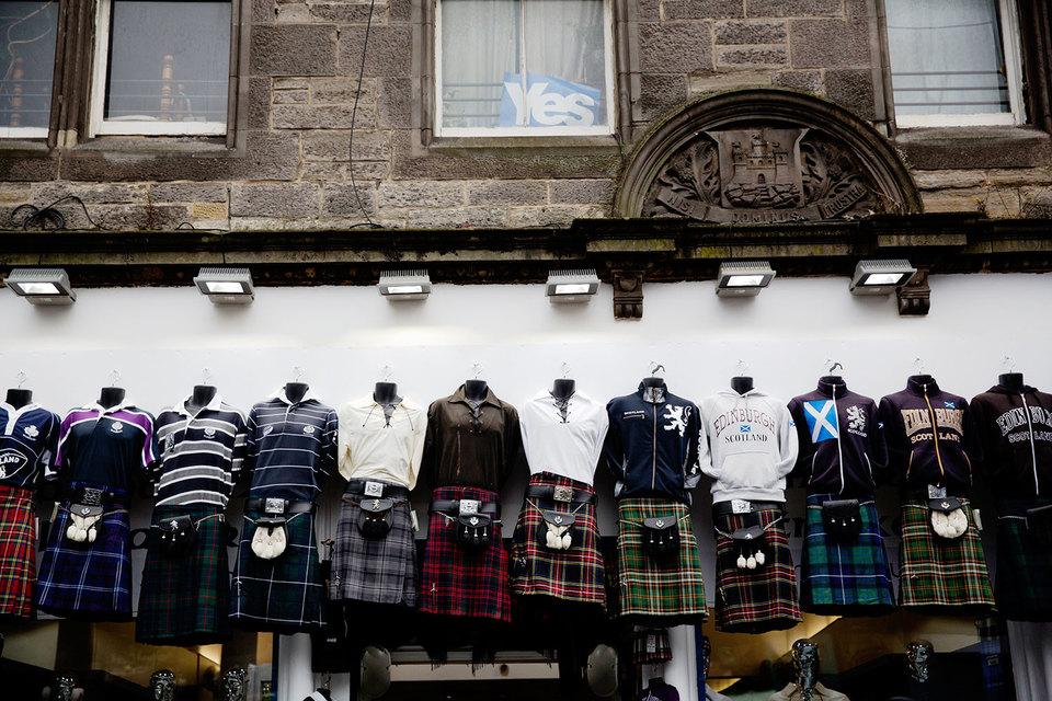 Первый министр Шотландии Никола Стерджен пообещала инициировать новый референдум о независимости, сообщает Bloomberg