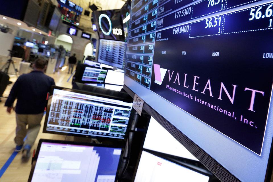 Valeant сейчас пытается убедить инвесторов, что может справиться со своей долговой нагрузкой