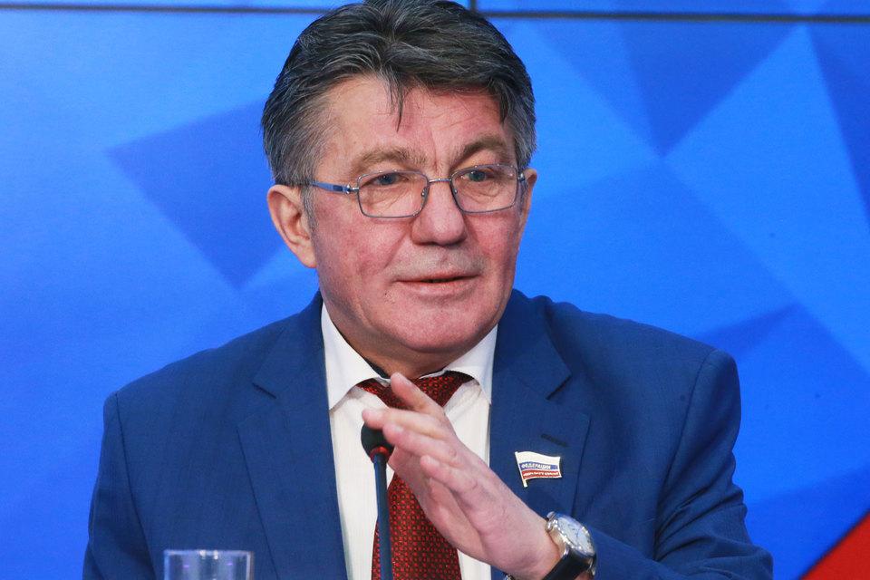 Сообщения на этот счет являются «информационной уткой», заявил «Интерфаксу» председатель комитета по обороне Совфеда Виктор Озеров