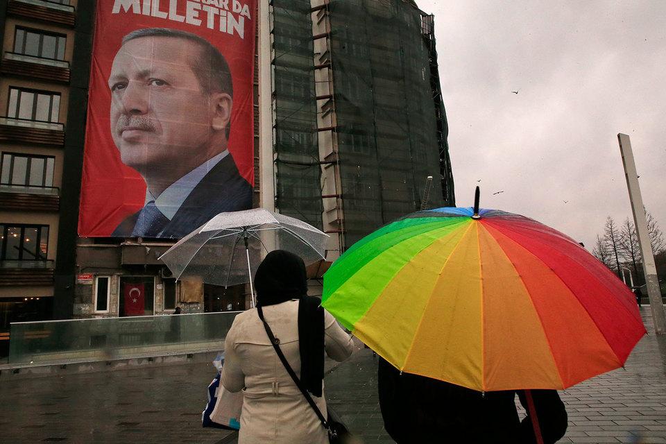 Президент Турции Реджеп Тайип Эрдоган сравнил правительство Нидерландов с нацистами и назвал страну «банановой республикой», а также предложил ввести против них санкции