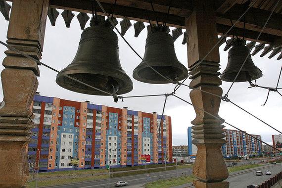 Замыкает тройку лидеров по уровню доступности жилья Ханты-Мансийский автономный округ. На одну среднюю зарплату (66 966 руб.) здесь можно купить 1,39 кв. м жилья с учетом среднерыночной его цены 48 266 руб. за «квадрат». Рост доступности квартир в округе также оказался одним из самых высоких - на 25% в 2016 г. (на фото г. Сургут)