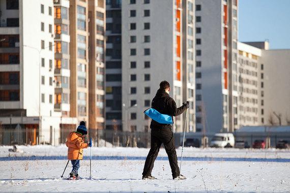 На четвертой строчке - Тюменская область (на фото г. Тюмень). Здесь стоимость «квадрата» жилой недвижимости оценивается в 50 425 руб., а средний уровень зарплат - 62 693 руб. Таким образом, за месяц житель Тюменской обрасти может заработать на 1,24 кв. м жилья. Рост его доступности за прошлый год составил 0,15%