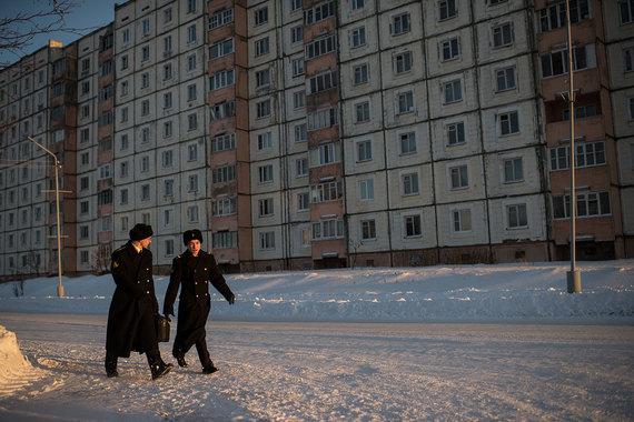 Жители Мурманской области на среднюю зарплату в 52 331 руб. могут купить в своем регионе 1,13 кв. м жилья по цене 46 145 руб. за 1 кв. м. Доступность квартир почти не изменилась - рост составил всего 0,5%  (на фото г. Мурманск)