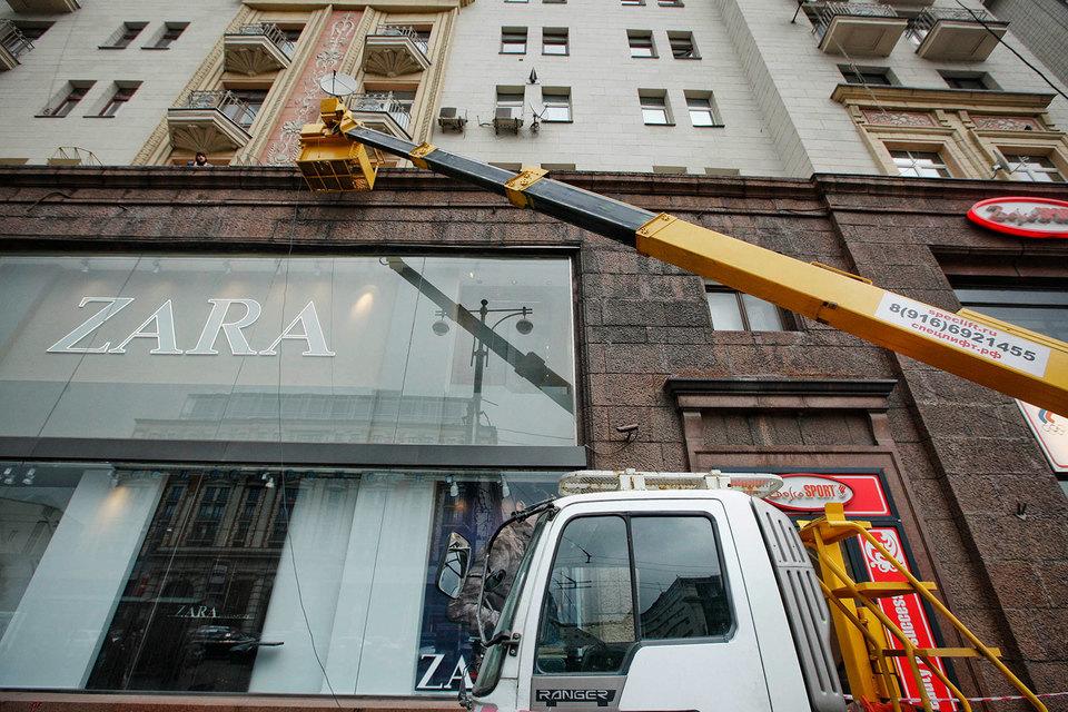 Владелец сети магазинов Zara - испанская Inditex - может ускорить закрытие небольших точек, чтобы сосредоточиться на развитии крупных магазинов