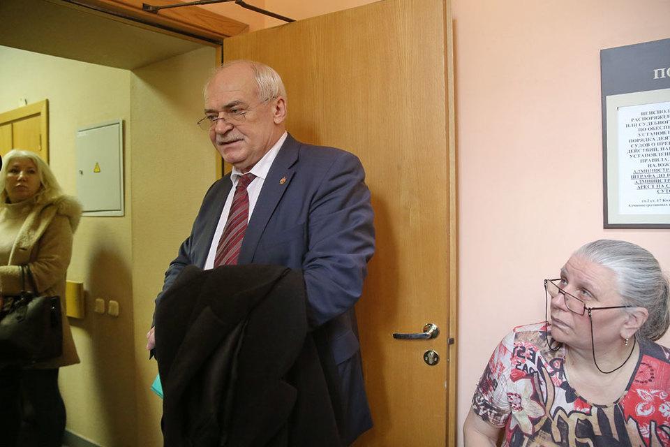 Директор ГМП «Исаакевский собор» Николай Буров отказался от своего заявления, которое стало одним из оснований для распоряжения КИО об использовании Исаакиевского собора