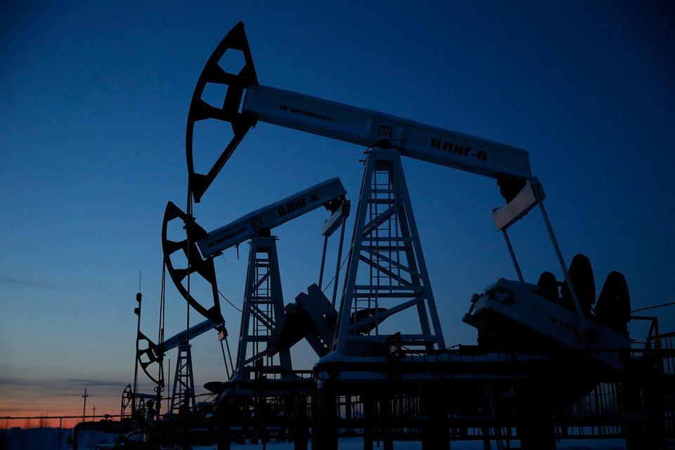 В мире ежедневно продается около 97 млн баррелей нефти, и в результате пересмотров оценка спроса повышалась в среднем менее чем на 1% от этой величины