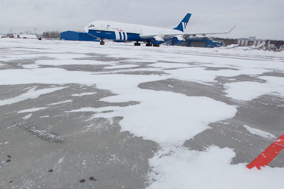 Разрабатываемый на базе Ил-96 новый дальнемагистральный самолет не сможет конкурировать с Boeing и Airbus, признал Минтранс