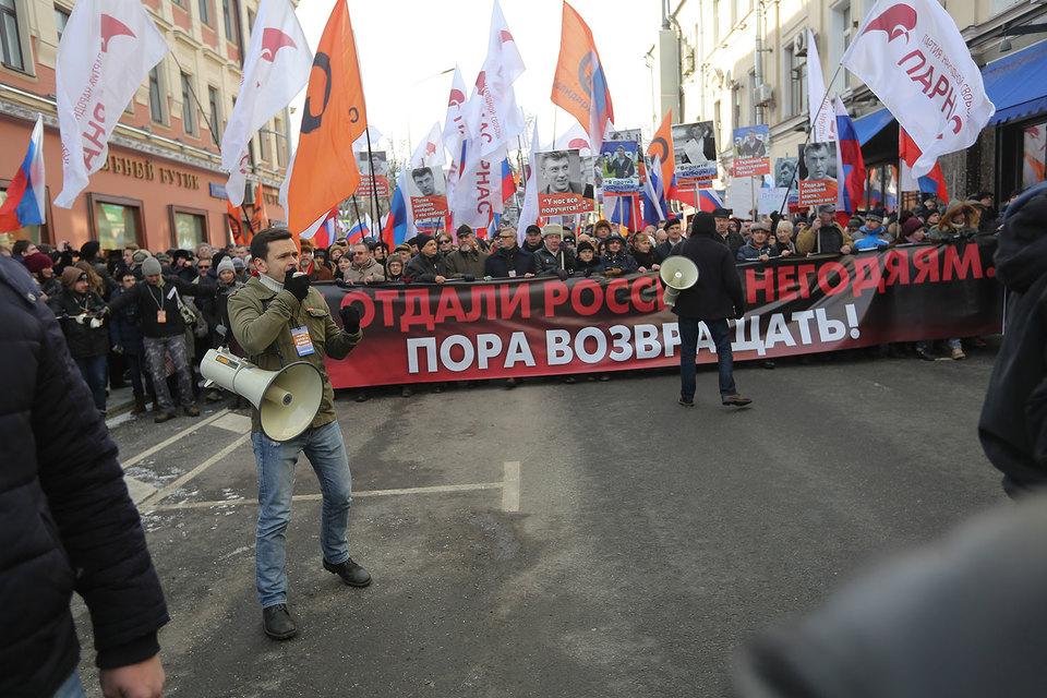 Эксперты изучили, какие образы будущего конструируют высказывания, для чего сравнили шествие «Антимайдана» в 2015 г. и марш памяти Немцова в 2017 г.