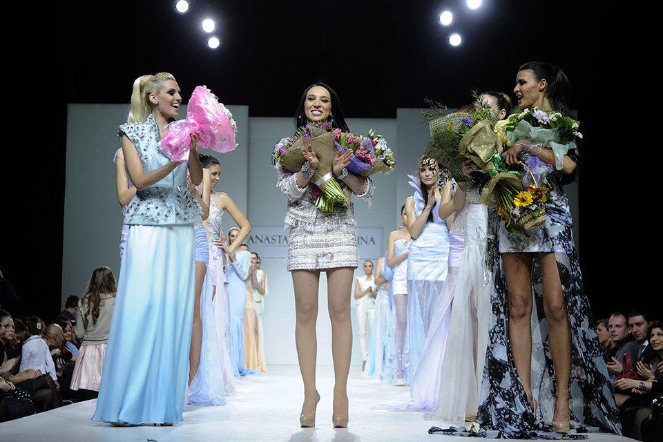 Дизайнер Анастасия Задорина (на фото в центре) занимается не только модным бизнесом