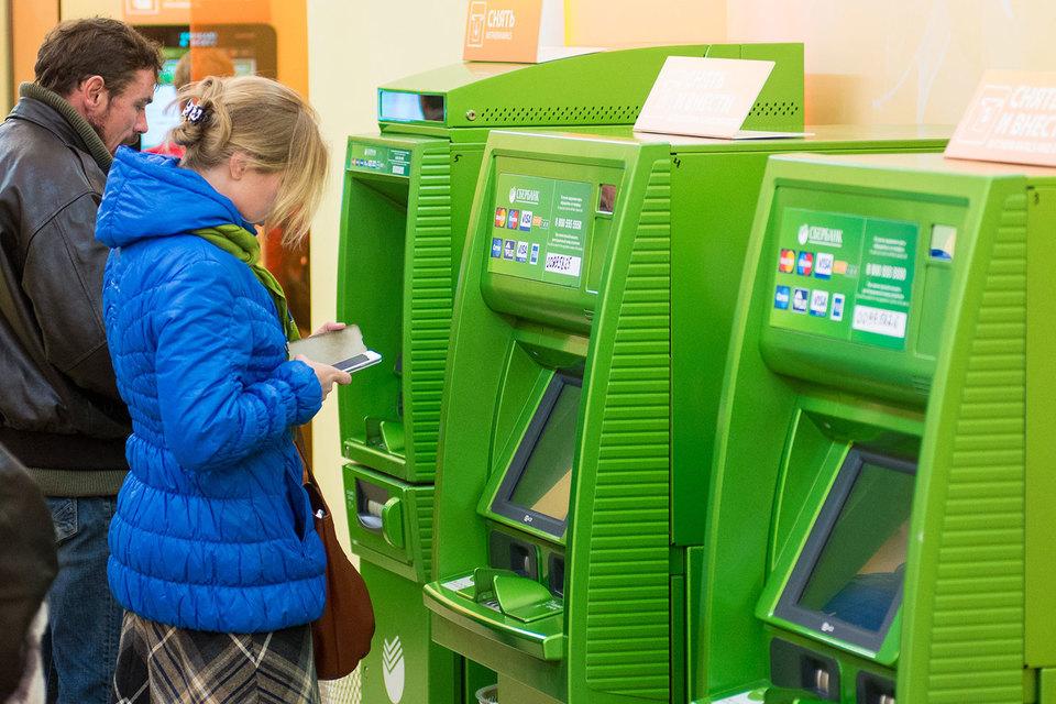 Сбербанк возьмет комиссию с чужих клиентов за наличные из банкоматов