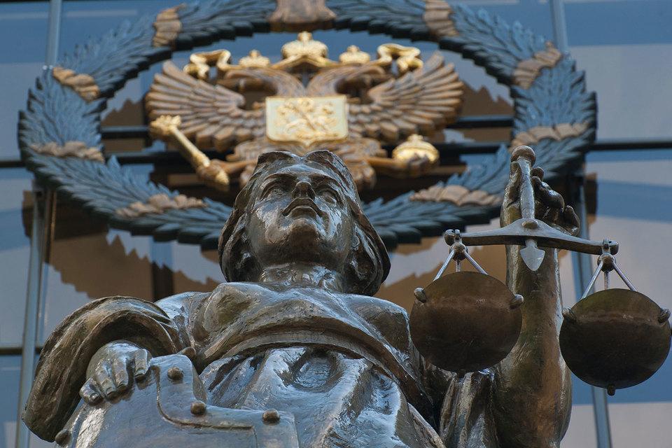 Правовая неопределенность возникает из-за сроков, в которые дело может быть истребовано руководителями Верховного суда