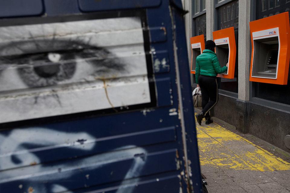 ING лишь подтвердил, что власти Нидерландов проводят расследование о его причастности к отмыванию денег и коррупции