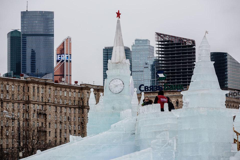 Смена руководства внутриполитического блока Кремля привела к фактическому замораживанию его отношений с Госдумой