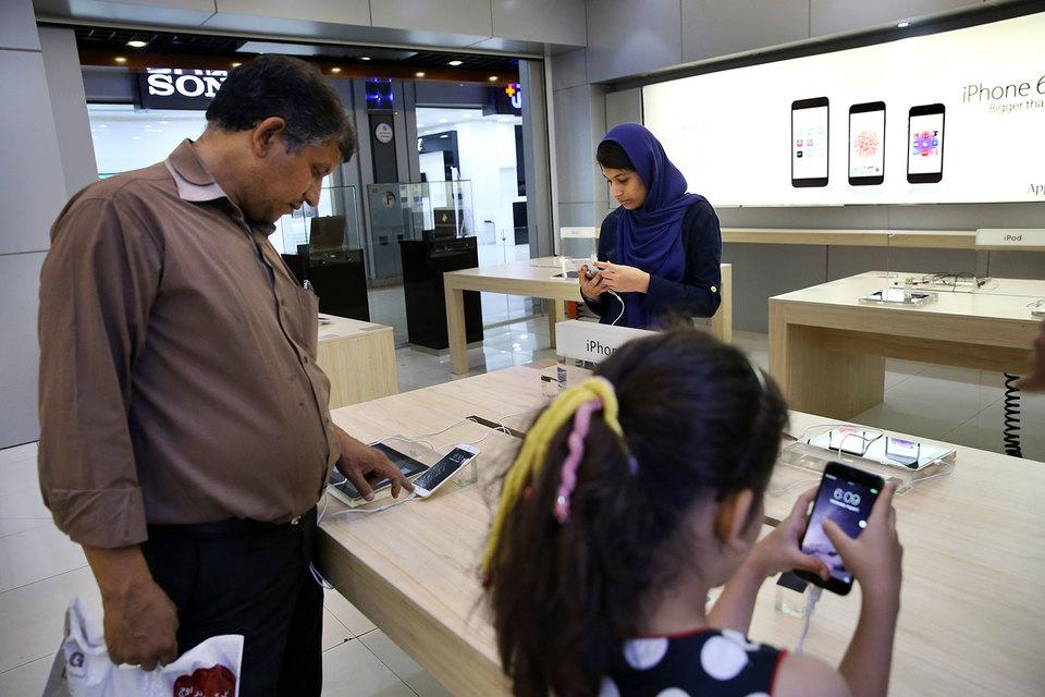 Apple получила разрешение на экспорт своих устройств в Иран еще в 2013 г., но решила этого не делать из-за банковских и юридических рисков
