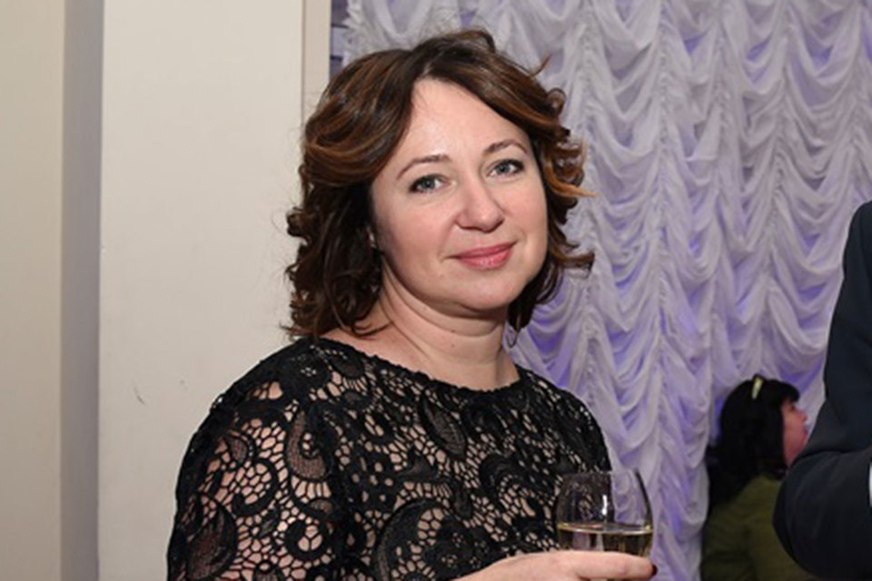 Сейчас Комарова – член совета директоров холдинга ЮТВ Алишера Усманова и Ивана Таврина