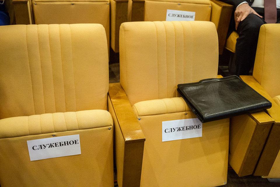 Инициатива вводится под лозунгом контроля за «золотыми парашютами» топ-менеджеров